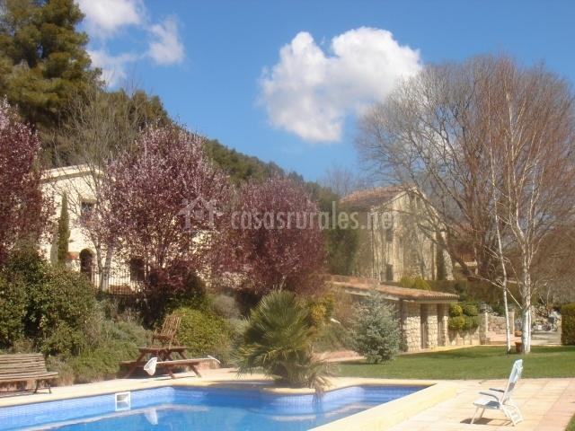 Masia l encant en la llacuna barcelona for Complejo rural con piscina