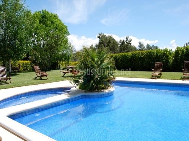 Masia l encant en la llacuna barcelona for 7 piscinas sagradas maui
