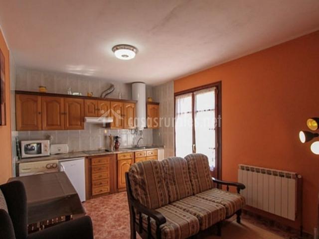 Apartamentos ovio en llanes asturias for Sala de estar estancia cocina abierta