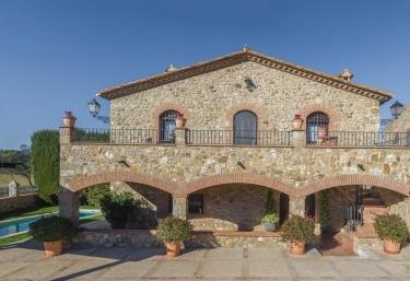 Cal Bisbe - Capmany, Girona
