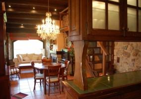 Zona de estar y mesa comedor
