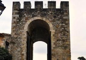 Puente de Besalú(a 5 minutos)