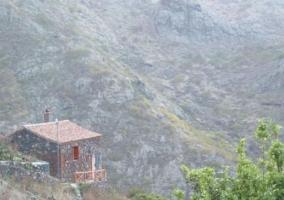 Vistas de la casa englobada en el entorno