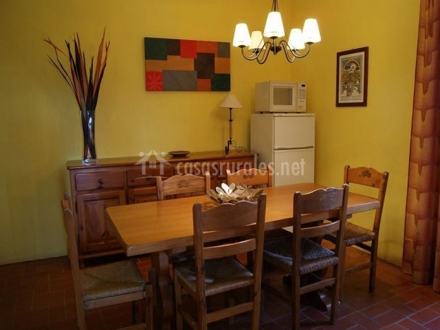 Casa peque a mas hortus casas rurales en garriguella for Casa rural 5 habitaciones