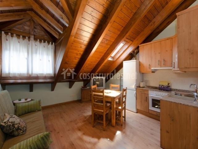 Apartamento verde casa aneta en sarvise huesca for Cocina abierta sala de estar