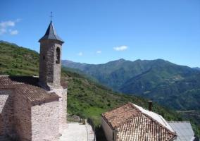 Iglesia y paisajes de Laspaúles
