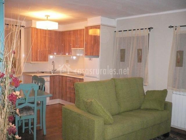 Apartamento capsereta batlle en laspaules huesca for Sala de estar y cocina