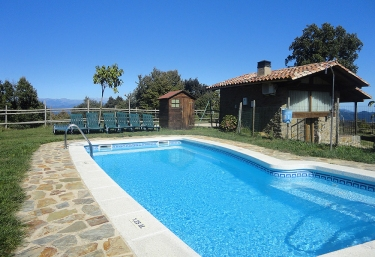 Casas rurales con piscina en falgars d 39 en bas for Casas rurales con piscina en alquiler