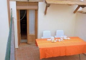 Mobiliario de jardín en la terraza de la vivienda