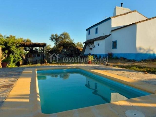 Caballer a vieja en salvaleon badajoz for Casas rurales en badajoz con piscina