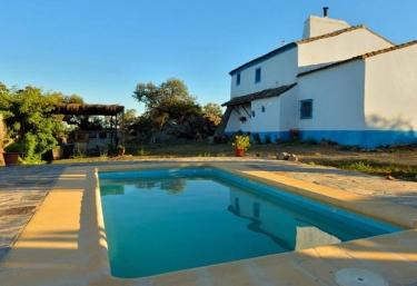 4 casas rurales m s baratas en salvaleon - Casas rurales con piscina baratas ...