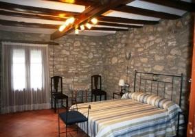 Dormitorio azul con camas individuales