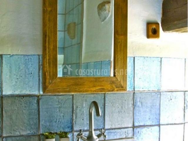 Aseo con azulejos en color azul