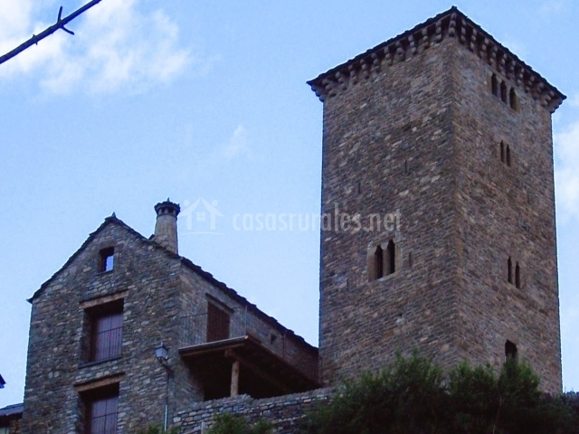 Fachada de la vivienda en piedra