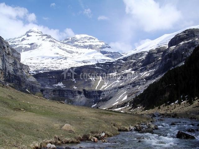 Río Arazas a las faldas del Monte Perdido