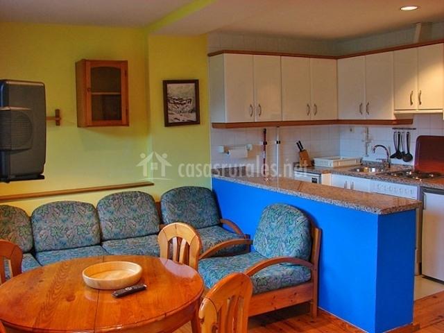 Les vegues i en amieva asturias for Sala de estar y cocina