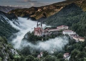 Conjunto de Covadonga y naturaleza