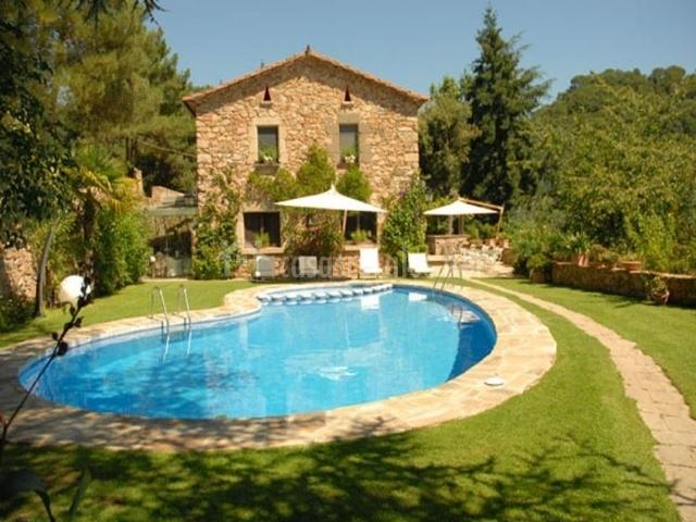 Can natura casas rurales en arbucies girona for Casa rural girona piscina