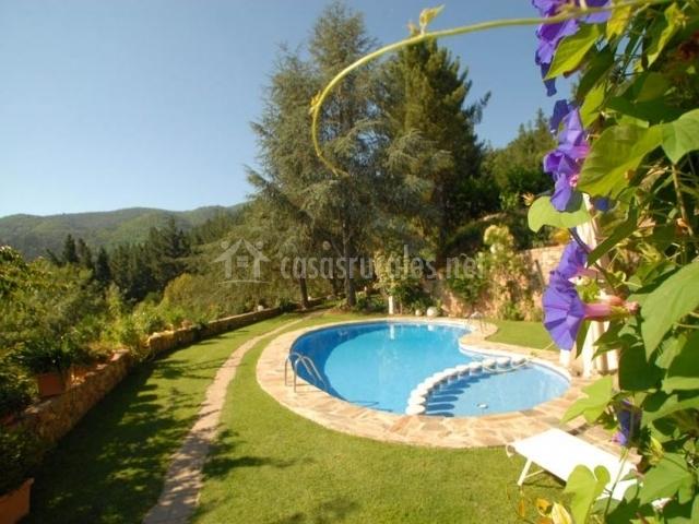 Can natura casas rurales en arbucies girona for Piscina jardin girona