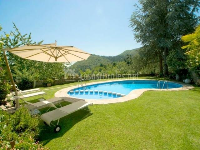 Can natura casas rurales en arbucies girona for Piscinas del montseny