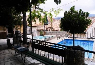 Casas rurales con piscina en tronchon for Casas rurales con piscina en alquiler