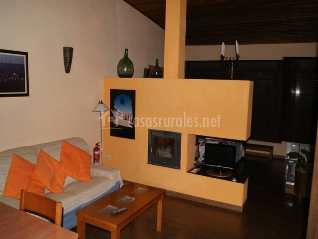 Apartamento rural el trillo en alcaraz albacete for Sala de estar noche