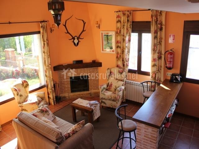 Sala De Estar En Naranja ~ sala naranja con chimenea y sillones sala de estar con