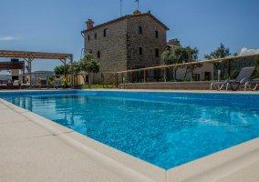 La casa y su piscina