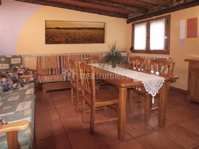 Apartamento panader a casa lo ferrero en javierregay for Sillones mesa comedor