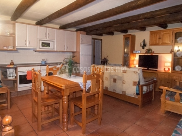 Apartamento herrer a casa lo ferrero en javierregay huesca for Cocina abierta sala de estar