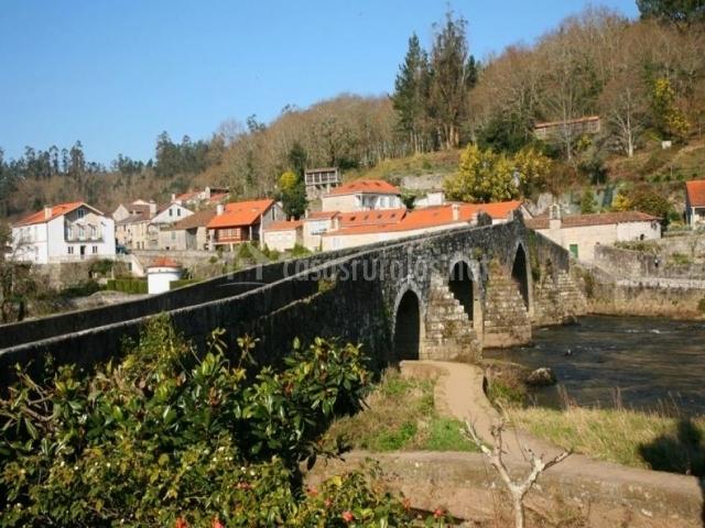 Río Tambre y puente
