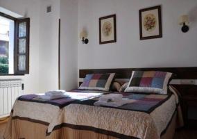 Dormitorio doble perfectamente iluminado con ventana en el lateral