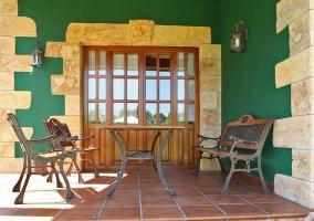 Con mobiliario exterior
