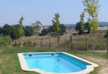 Casas rurales con piscina en santa eugenia de berga for Piscina santa eugenia