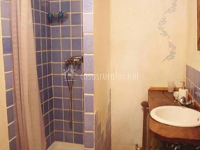 Casa dondevilla 1 en villarcayo burgos for Aseo con ducha pequeno
