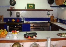 Cocina con gran extractor de humos