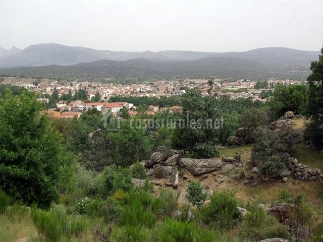 Vista de Navaluenga y paisajes