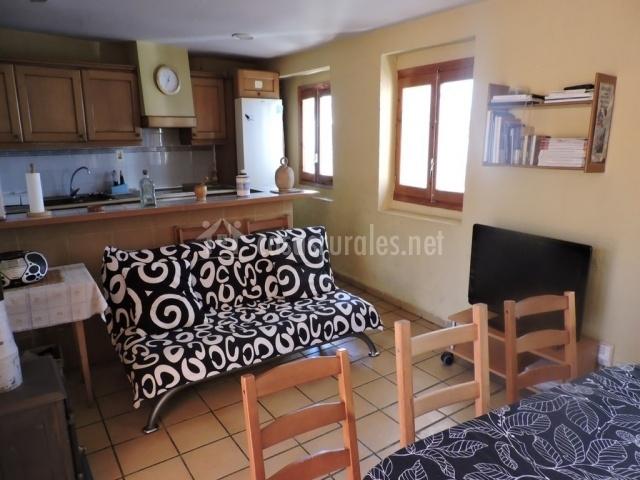 Sala De Estar Y Cocina ~ Sala de estar y comedor junto a cocina abierta