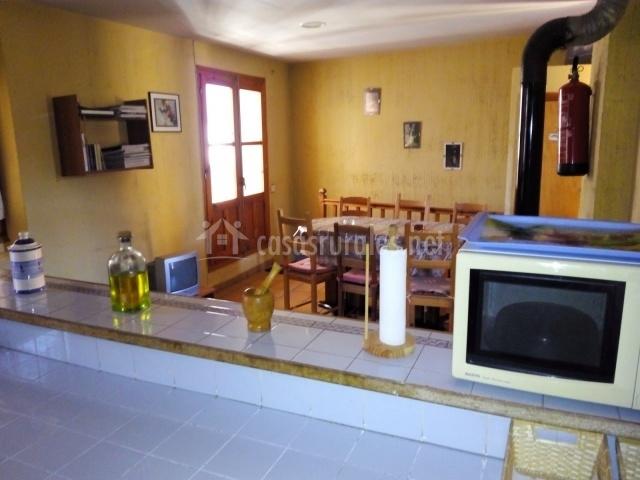 Casa isuala en alquezar huesca for Cocina abierta sala de estar