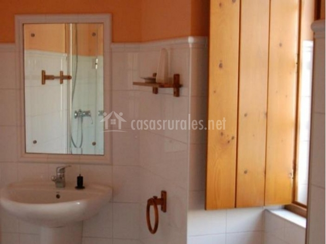 Casa de tambo en samieira santa maria pontevedra - Cuartos de aseo con ducha ...