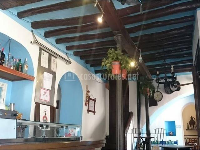 Vistas del bar en blanco y azul