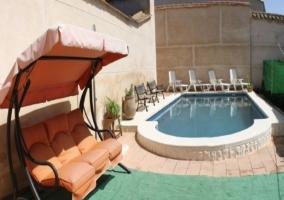 Vistas de los exteriores con piscina