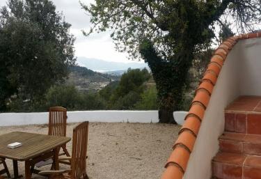 Terraza con mobiliario en madera