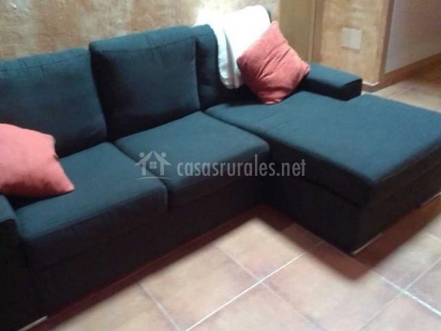 Sala de estar con sofá chaise longue
