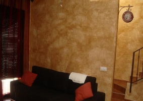Sala de estar con enorme cristalera