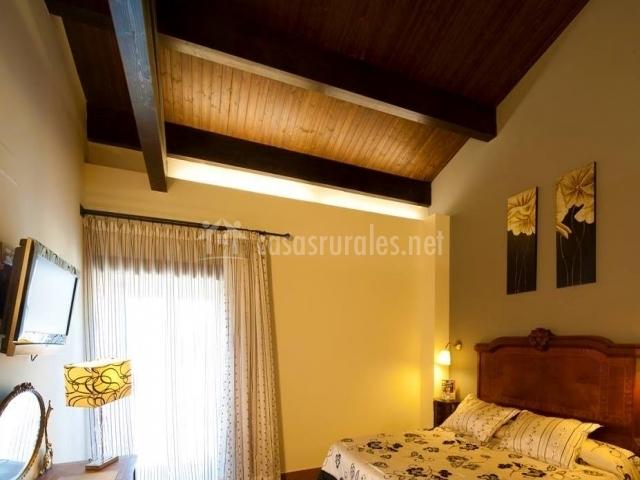 Con suelos y techo en madera