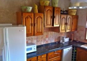 Cocina completa con muebles de madera