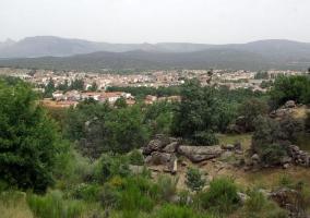 Zona centro de Navaluenga vista desde fuera