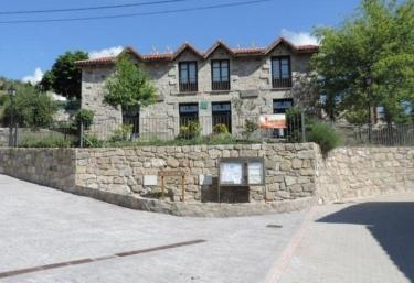 Apartamentos La Escuela - Santa Maria De La Alameda, Madrid