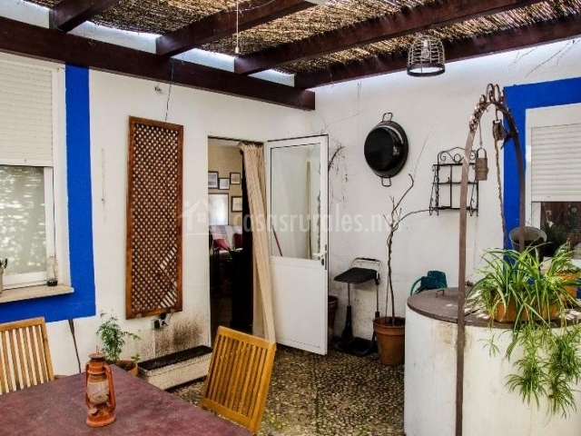 Casa del t o enhebra en picon ciudad real for Barbacoa patio interior